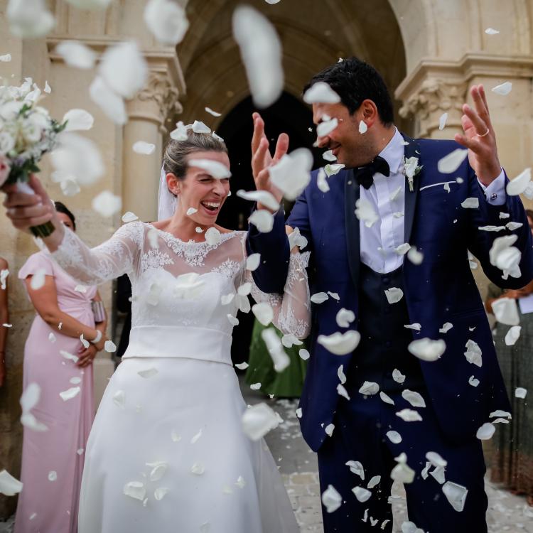 Fleurs-mariage-reception-decoration-pétales-rose-chic-ceremonie-eglise-lpfloraldesigner-luxe-haut-gamme-bordeaux-paris-france