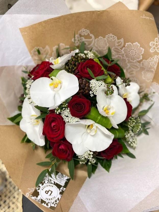 Bouquet roses et orchidées