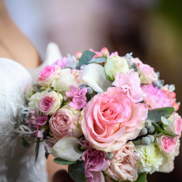 Bouquet-mariee-bijou-luxe-mariage-fleurs-bordeaux-paris-lpfloraldesigner