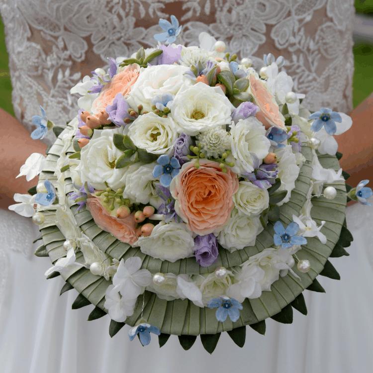 Bouquet-mariee-creation-unique-mariage-fleurs-bordeaux-paris-lpfloraldesigner
