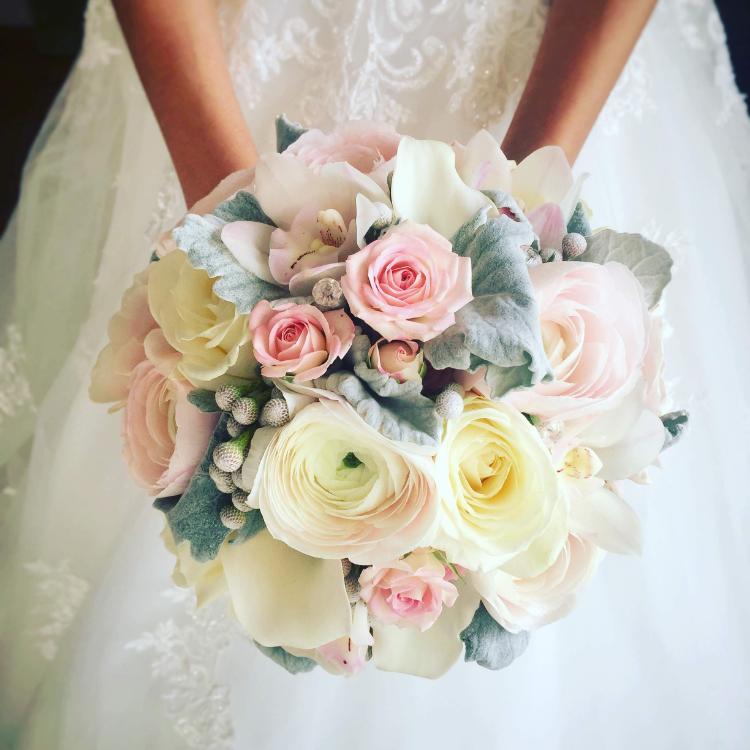 Bouquet-mariee-orchidee-bijou-luxe-mariage-fleurs-bordeaux-lpfloraldesigner