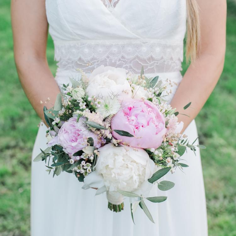 Bouquet-mariee-pivoine-chic-luxe-mariage-fleurs-bordeaux-lpfloraldesigner