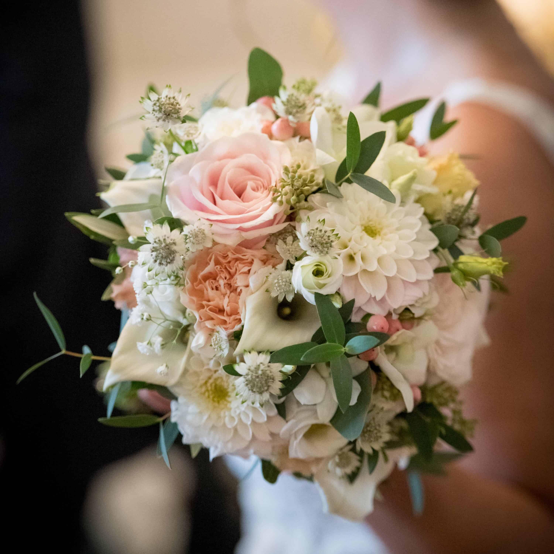 Bouquet-mariee-romantique-luxe-mariage-fleurs-bordeaux-paris-lpfloraldesigner