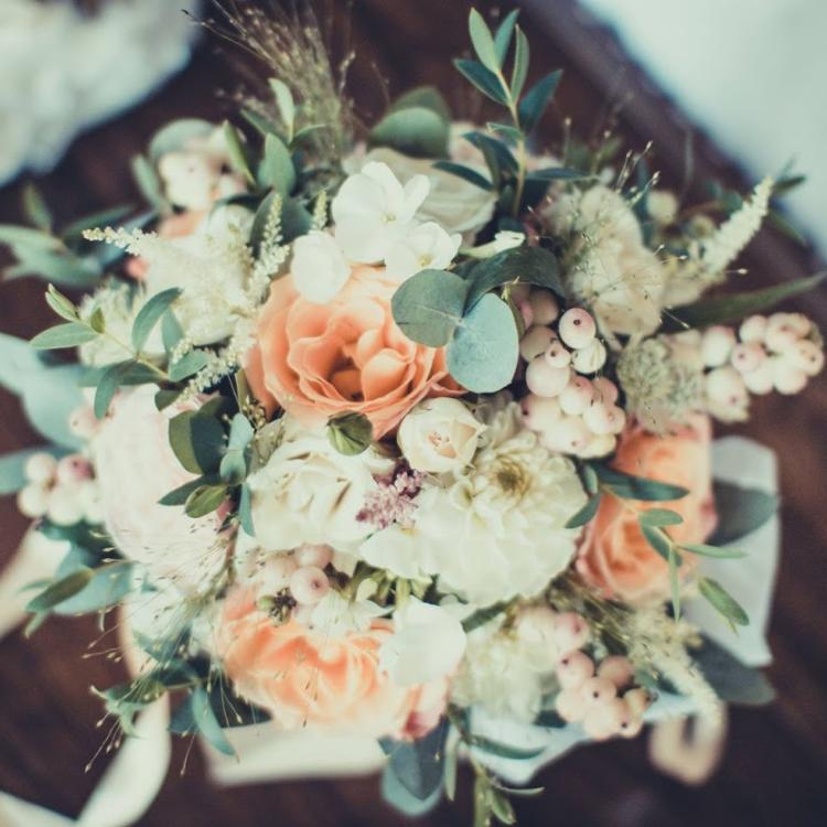 Bouquet-mariee-romantique-naturel-luxe-mariage-fleurs-bordeaux-paris-lpfloraldesigner