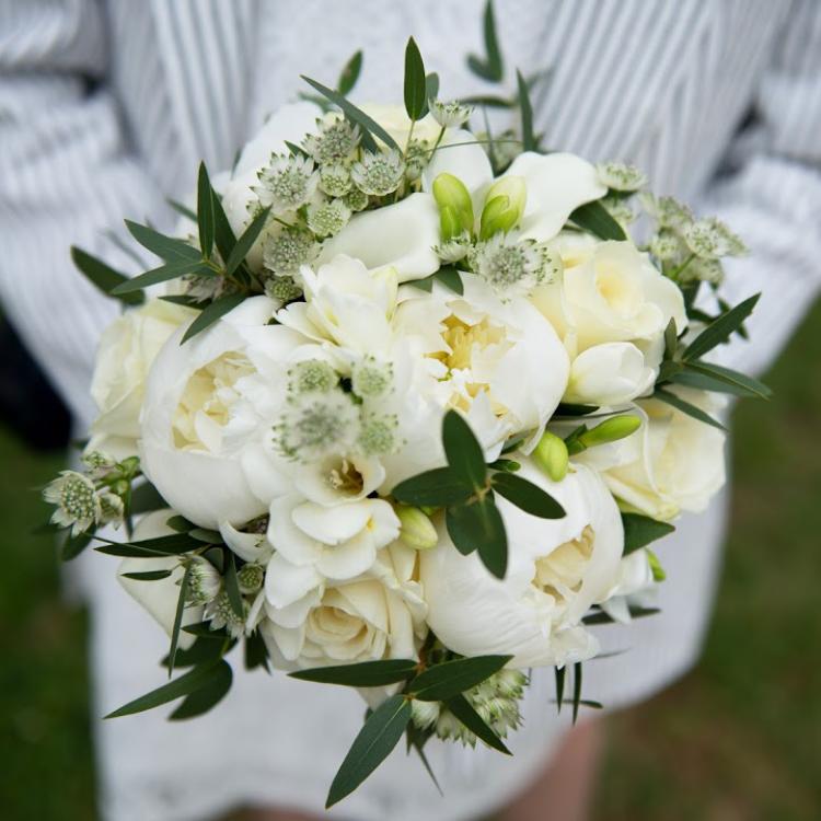 Bouquet-mariee-romantique-pivoine-chic-luxe-mariage-fleurs-bordeaux-paris-lpfloraldesigner