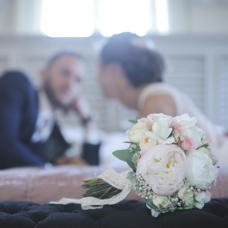 Bouquet-mariee-romantique-pivoine-luxe-mariage-fleurs-paris-bordeaux-lpfloraldesigner