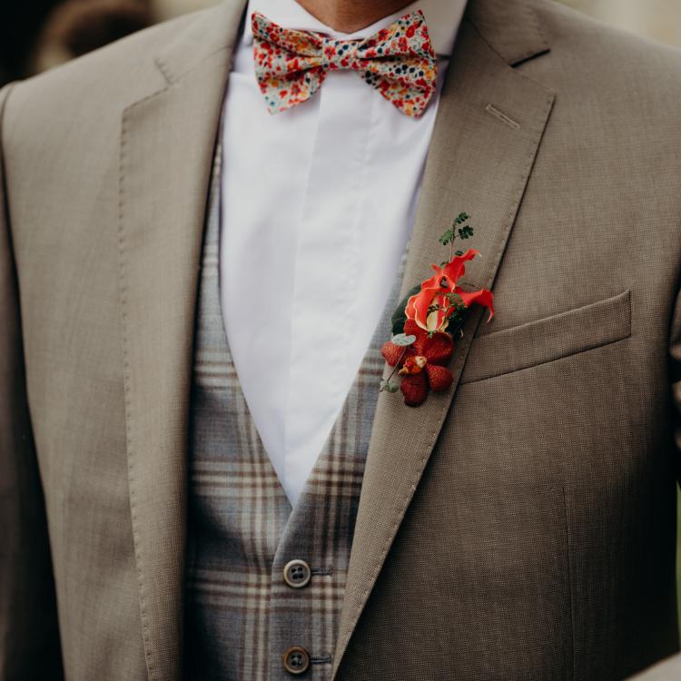 Boutonniere-cortege-mariage-decoration-unique-personnalise-exception-chic-luxe-fleurs-lpfloraldesigner-bordeaux-paris-composition-florale-bijou