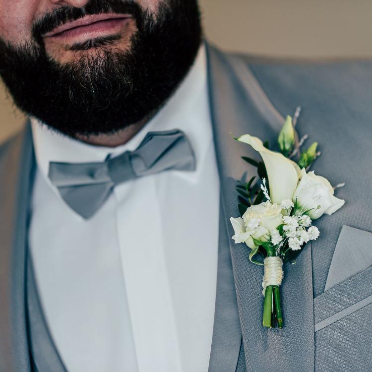 Boutonnière-fleurs-bijou-cortege-ceremonie-mariage-luxe-paris-bordeaux-lpfloraldesigner