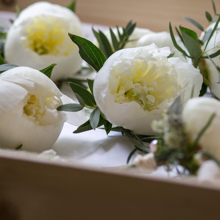 Boutonniere-fleurs-mariage-decoration-bijou-chic-pivoine-boheme-luxe-Bordeaux-lpfloraldesigner