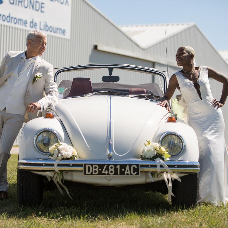Décor-voiture-cortege-mariage-fleurs-bordeaux-lpfloraldesigner