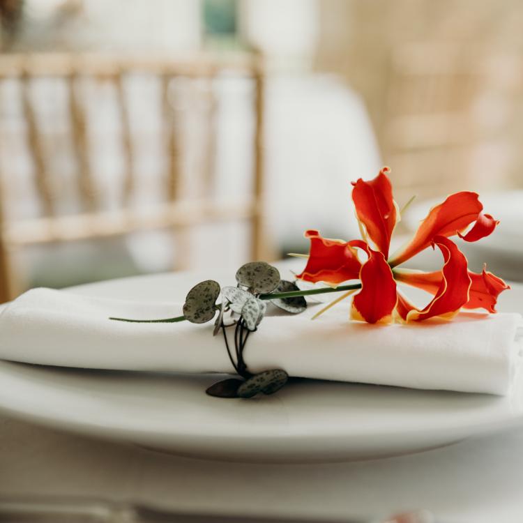 Réception-mariage-decoration-unique-personnalise-exception-chic-luxe-fleurs-lpfloraldesigner-bordeaux-paris-composition-florale-table