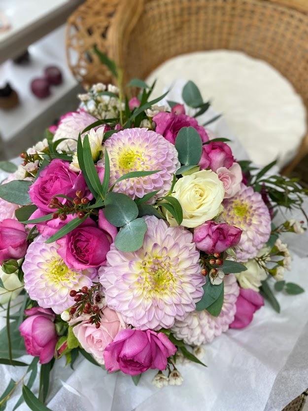 Bouquet dahlias et roses piaget